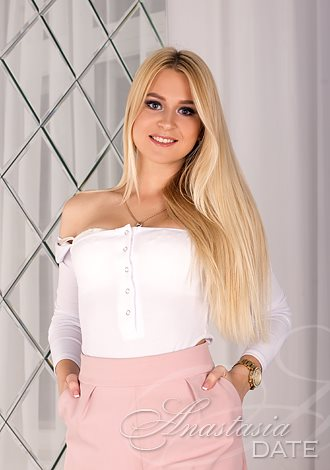 Date the woman of your dreams: Russian lady Katerina from Minsk